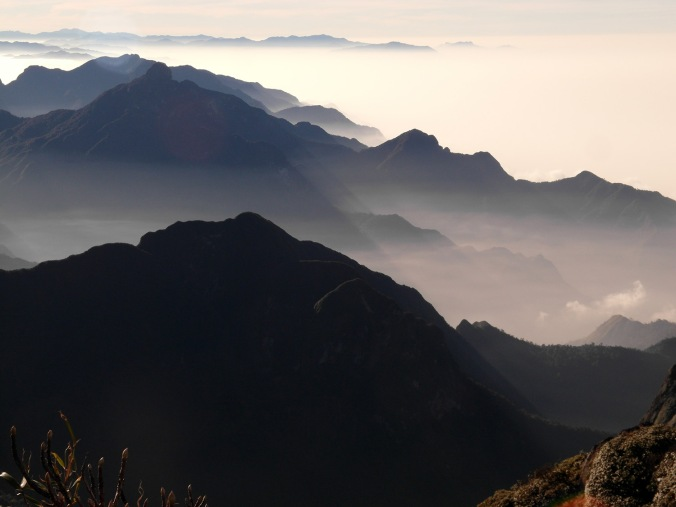 Sea of clouds from Phan Xi Păng.