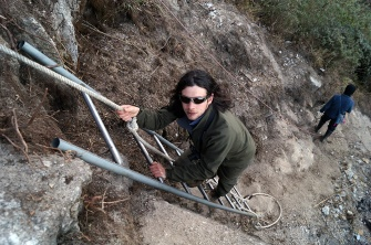Between a dodgy rope and a dodgy ladder, I'm almost stable. Photo courtesy of Jessica @ Words and Wilds.