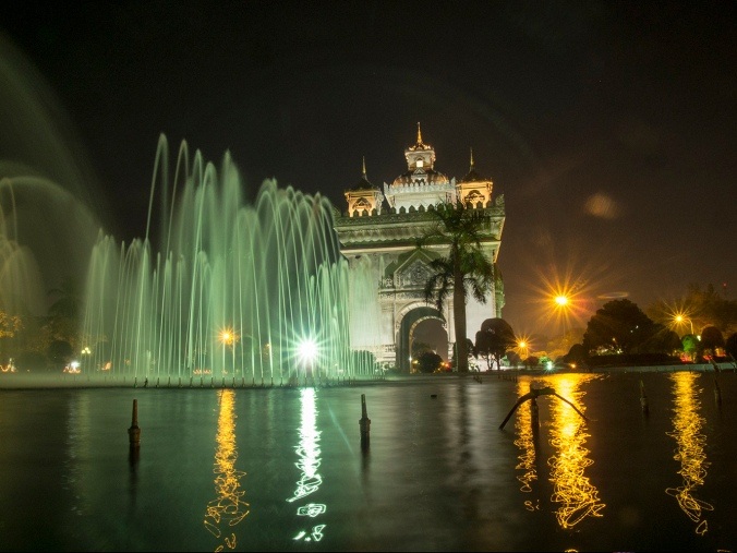 Patuxai (victory monument). by night.